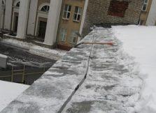 Очищенная крыша от снега нашими альпинистами