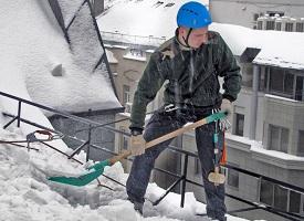 Чистка кровли от снега по низким ценам