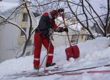 Чистка снега от компании Вертикаль