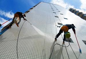 Очистка фасада домов и зданий в Москве